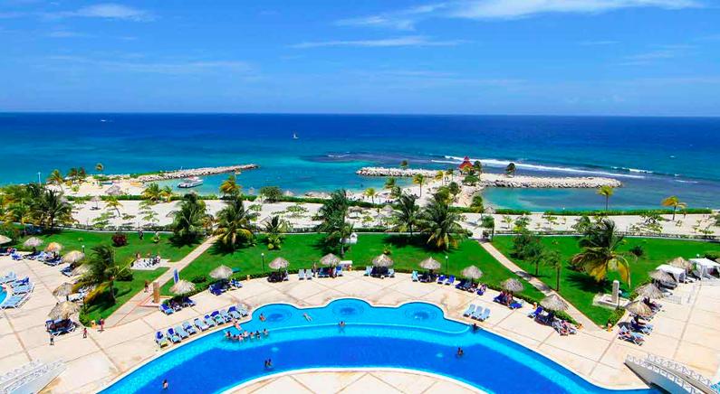 Huge beachfront pool at Grand Bahia Principe Jamaica family all inclusive beach resort
